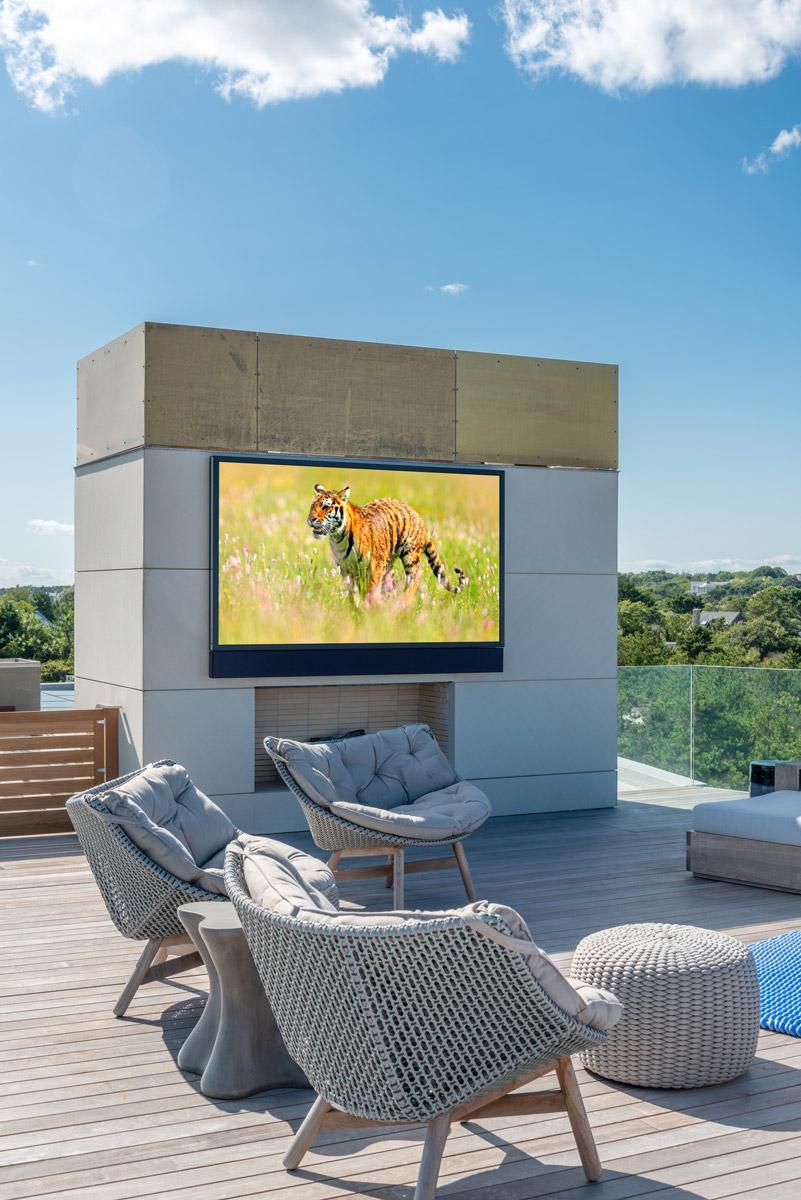 Seura Full Sun outdoor tv